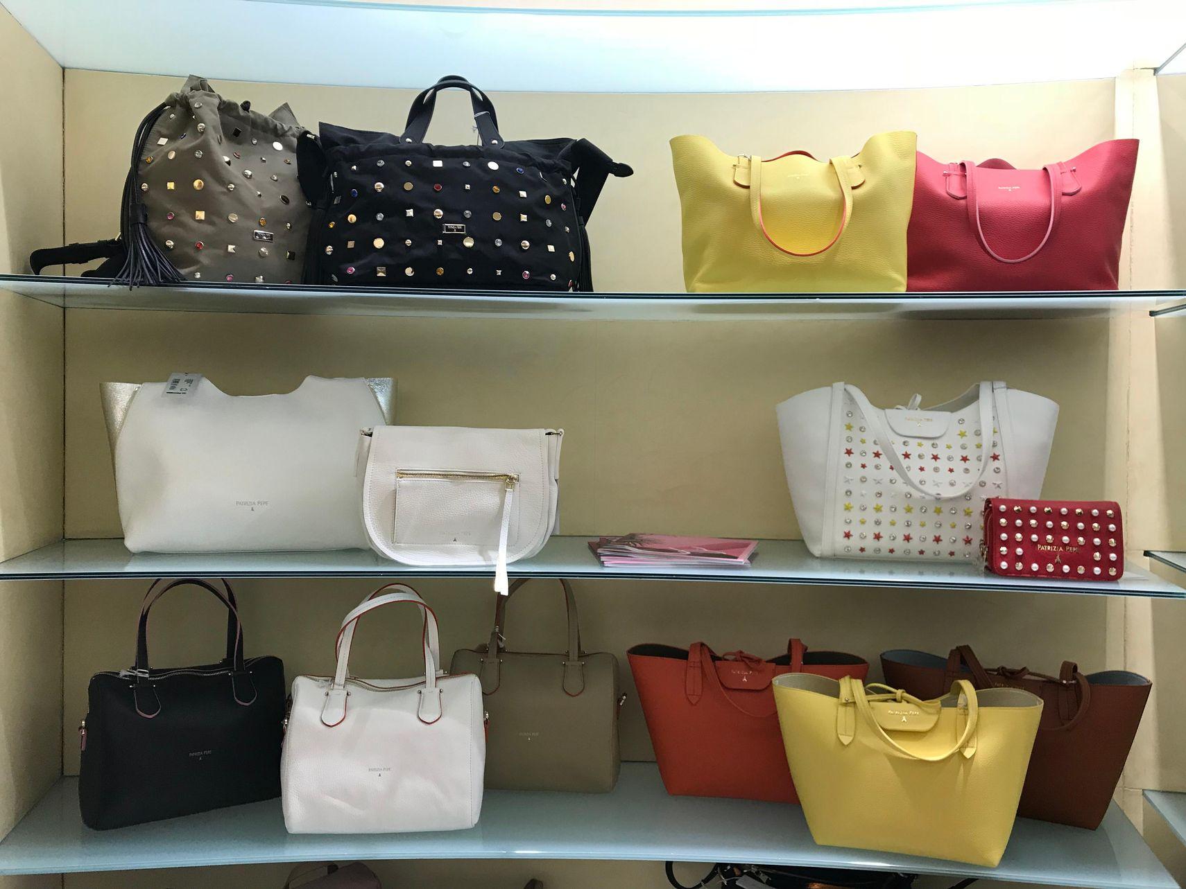 Nuova collezione borse donna Guess nelle vetrine di Zanetta