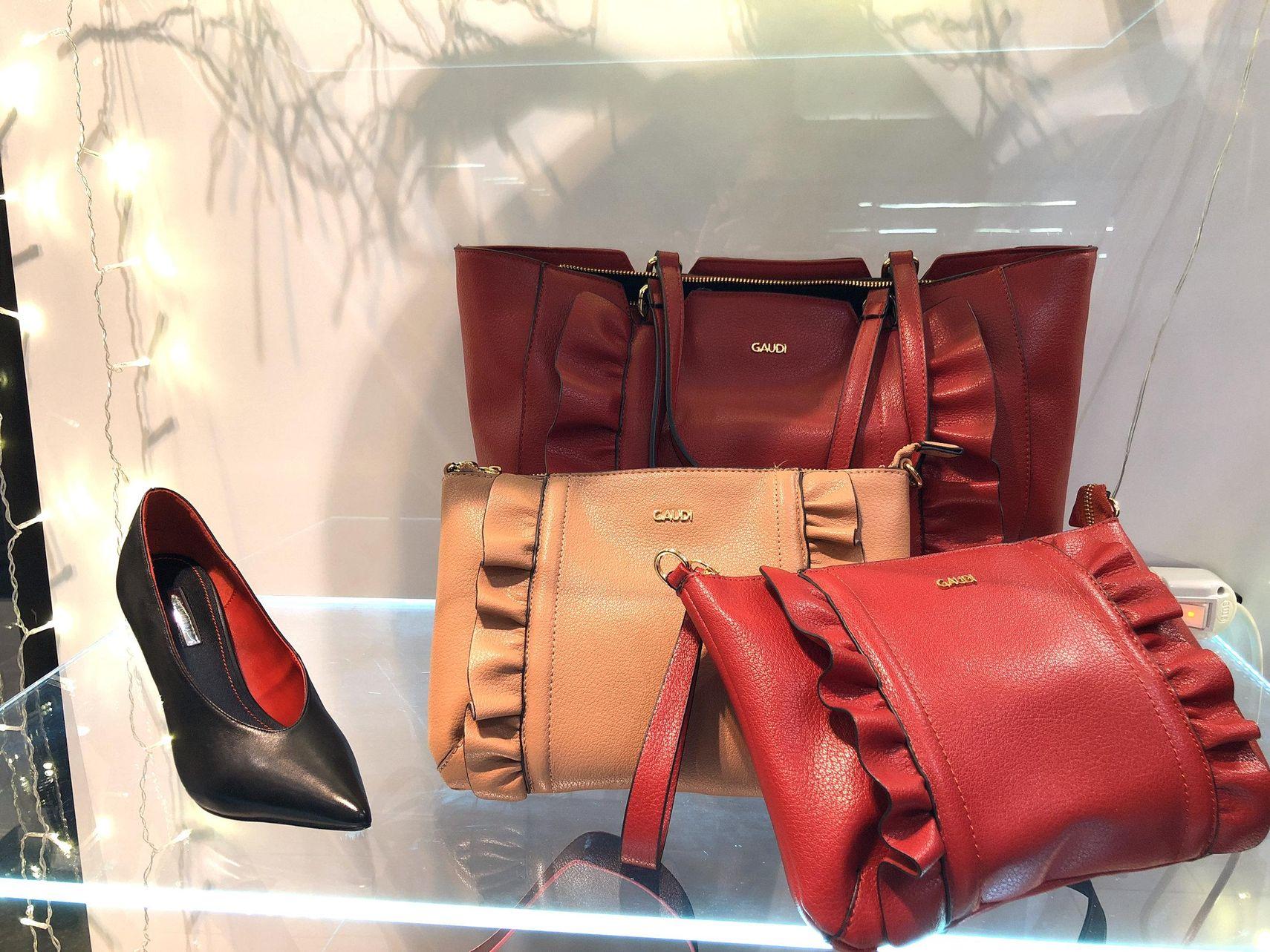 fabbricazione abile arriva acquisto genuino Borse e scarpe Guadì donna F/W 18-19 nelle vetrine di Gaudi ...