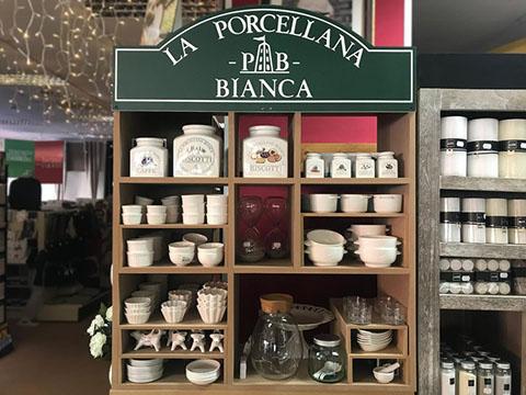 La Porcellana Bianca nelle vetrine di Bruno Tex - Villair Amerique